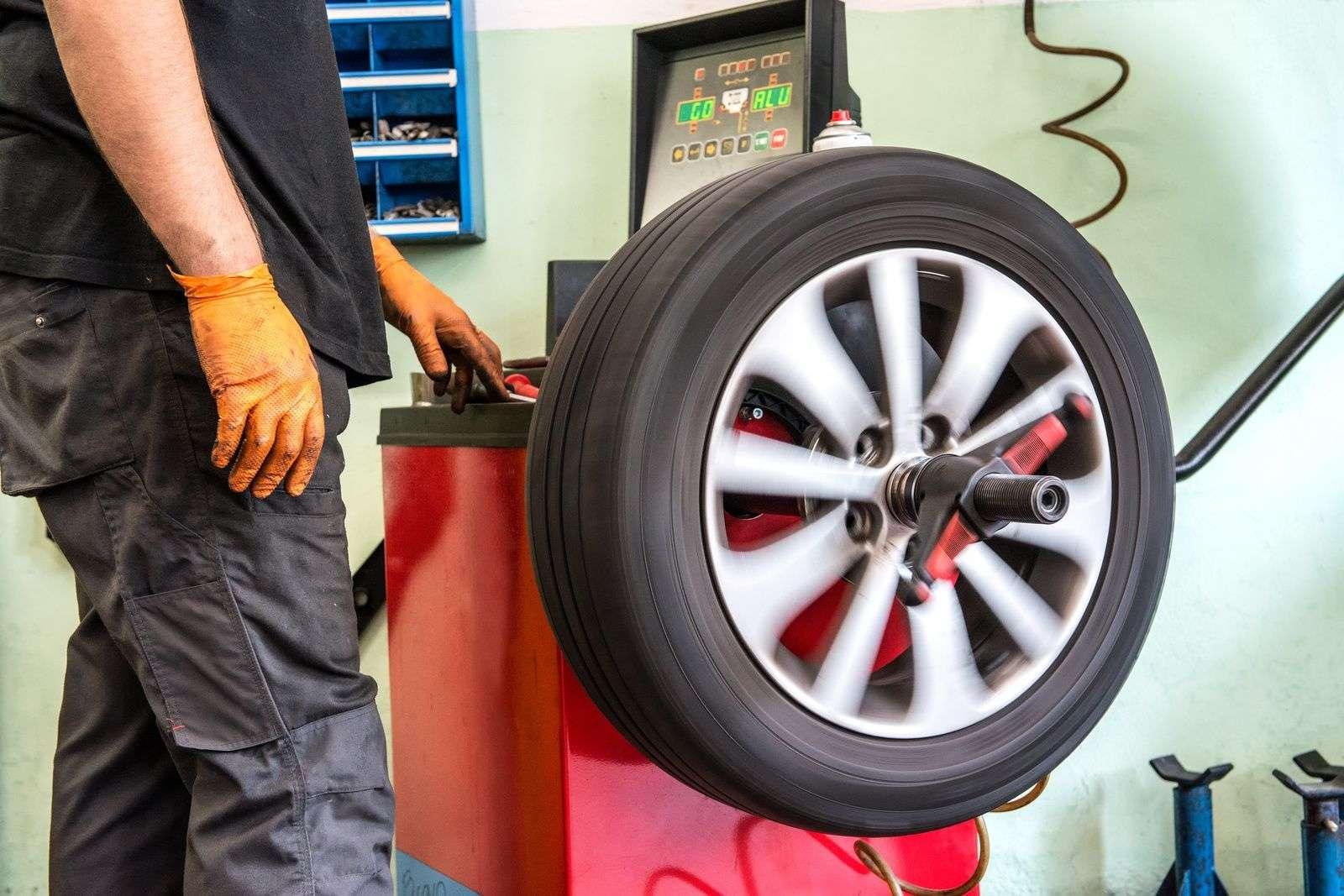 Как выполнить самостоятельно бортировку шин на автомобиле